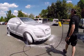 Bezkontaktné umývanie áut penou